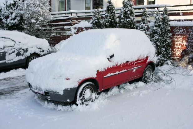 Śnieg w Warszawie spowodował poważne utrudnienia