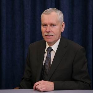 Tadeusz Wrona pożegnał się ze stanowiskiem prezydenta Częstochowy po referendum, które odbyło się w listopadzie 2009 r. Aby głosowanie było wiążące, do urn musiało pójść ponad 30,7 tys. mieszkańców – poszło ich ponad 36 tys., z czego zdecydowana większość (33,7 tys.) chciała, aby dotychczasowy prezydent zakończył swoje rządy. Wniosek o przeprowadzenie referendum złożyli sami mieszkańcy Częstochowy, zarzucając prezydentowi nietrafione inwestycje, ślimaczące się remonty jednej z głównej ulic miasta oraz faworyzowanie pielgrzymów i ojców paulinów z Jasnej Góry kosztem zwykłych mieszkańców. W wyborach samorządowych 2010 r. bezskutecznie próbował odzyskać stanowisko prezydenta Częstochowy, w międzyczasie został doradcą prezydenta Lecha Kaczyńskiego. Fot. prezydent.pl