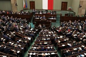 """Opozycja nie zostawia suchej nitki na projekcie wyborczym PiS. """"To typowy pisowski skok na samorządy"""""""