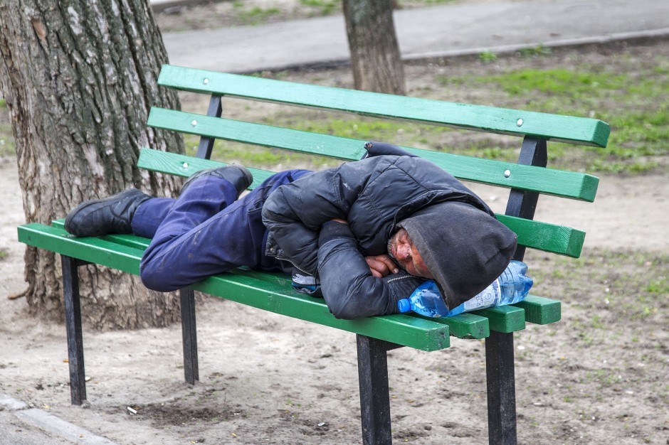 Bezdomni manifestowali w Krakowie przeciwko pomysłom radnego