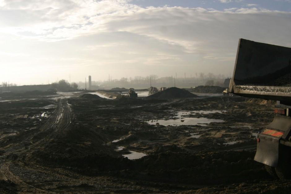 Zanieczyszczenia historyczne: Przygotowanie wykazów gruntów mało realistyczne. Przez brak sankcji