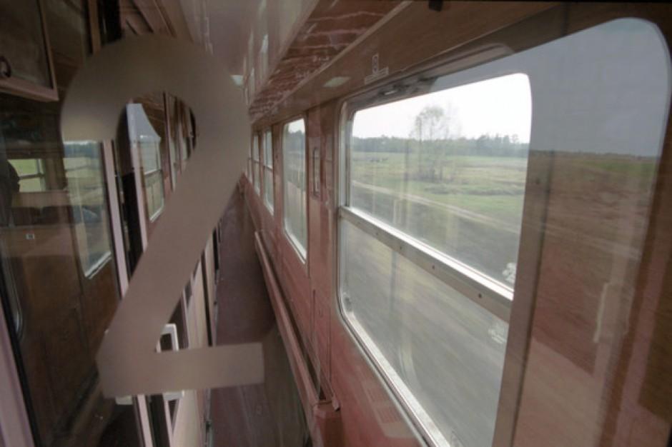 Polacy przesiadają się do pociągów