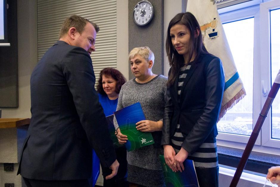 Sosnowiec: Arkadiusz Chęciński nagrodził urzędników. Gdyby nie oni, kobieta zmarłaby w korytarzu