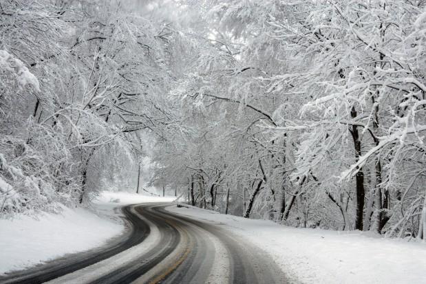 Śląsk: Brak prądu i opóźnione pociągi po opadach śniegu