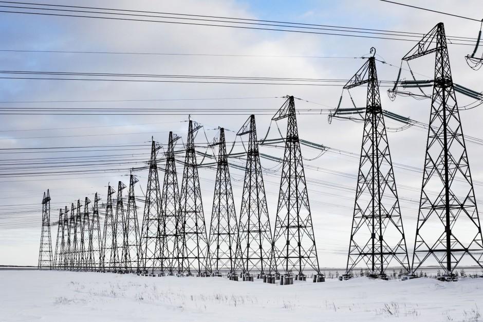 Atak zimy w Polsce: Tysiące mieszkańców bez prądu po opadach śniegu