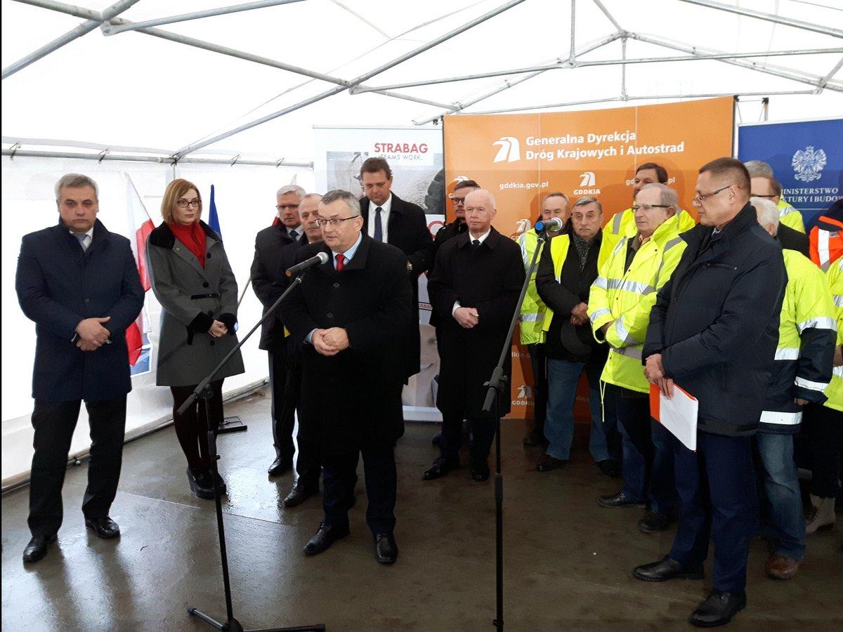 Minister Andrzej Adamczyk zapowiada drogi łączące wszystkie miasta wojewódzkie w perspektywie 10 lat. (fot. MIB)