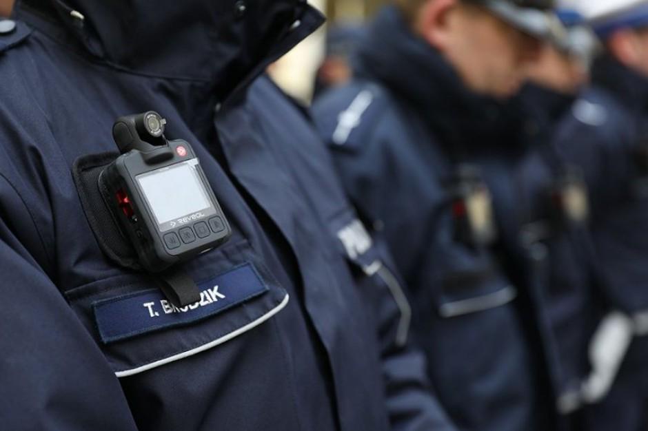 Pierwsze patrole wyposażone w kamery. Pilotaż na ulicach Warszawy