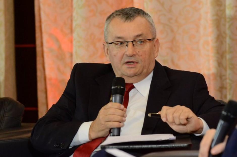 Andrzej Adamczyk: Nie ma zagrożenia dla funduszy UE. Nowoczesna wątpi