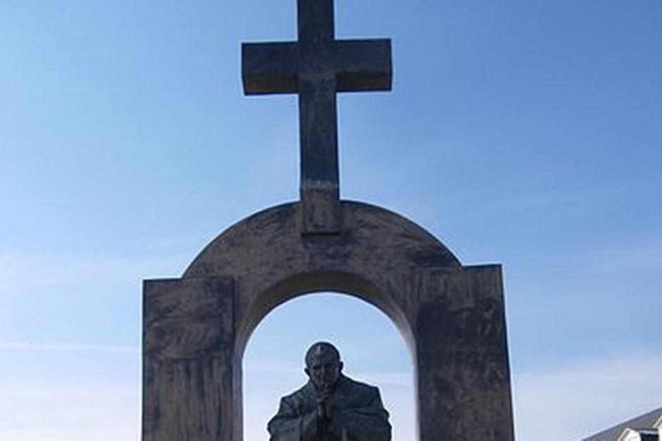 Pomnika Jana Pawła II z francuskiego Ploermel trafi do Słupska? Radni za