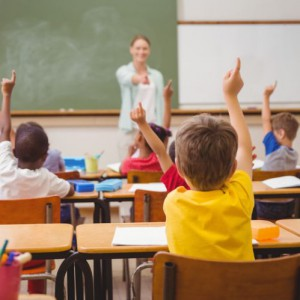 Od stycznia 2018 wchodzą w życie nowe zasady zwalniania nauczycieli długotrwale niezdolnych do pracy z powodu choroby, którzy zatrudnieni są na podstawie mianowania i na podstawie umowy o pracę na czas nieokreślony. W efekcie zmian będą mogli dłużej chorować nie obawiając się zwolnienia. (fot. shutterstock)