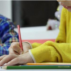 """Urlop dla podratowania zdrowia - o tym, czy nauczyciel może skorzystać z tego rozwiązania zdecyduje lekarz medycyny pracy, a nie jak do tej pory lekarz rodzinny. Nauczyciel będzie mógł z niego skorzystać, by pomóc w wyleczeniu choroby zawodowej lub choroby, w powstaniu której dużą rolę mogą odgrywać """"czynniki środowiska pracy lub sposób wykonywania pracy"""". Dodatkowo w tym czasie będzie mógł wyjechać na kurację lub rehabilitację. (fot. shutterstock)"""