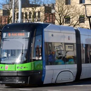 Szczecin na lokalny transport zbiorowy wyda w tym roku 363 mln zł, z czego 231,3 mln zł stanowić będą wydatki bieżące, natomiast 131,7 mln zł wydatki majątkowe (w zdecydowanej większości będą to wydatki na inwestycje i zakupy inwestycyjne – 114,1 mln zł). W budżecie na rok 2017 te kwoty wynosiły odpowiednio: 245,9 mln zł (łączna pula na lokalny transport zbiorowy); 231,5 mln zł (na wydatki bieżące) i 14,3 mln zł (wydatki majątkowe). Fot. www.zditm.szczecin.pl
