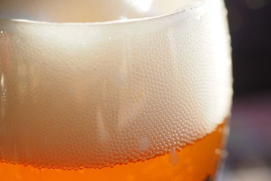 Sondaż: Z którym politykiem Polacy umówiliby się na piwo?