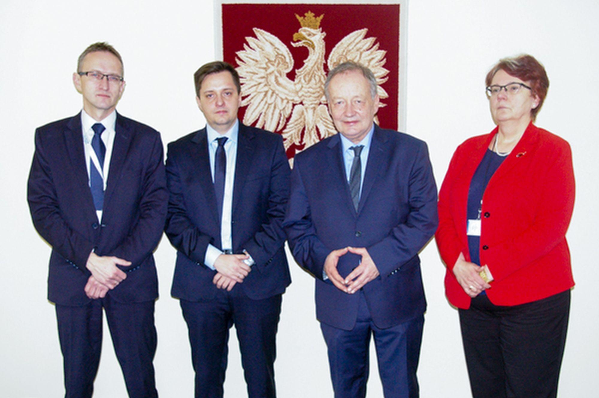 Wiceprezesi Wód Polskich (od lewej: Robert Kęsy, Mateusz Balcerowicz, wiceminister Mariusz Gajda, Iwona Koza) (fot. kzgw)