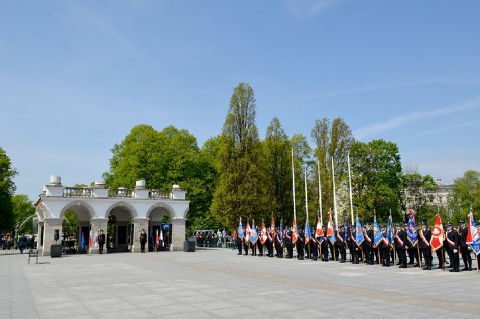 Warszawa: MSWiA wydało nową decyzję ws. ustalenia terenu zamkniętego na pl. Piłsudskiego