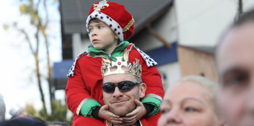 Skoczów - w pochodzie udział brały całe rodziny (fot. prezydent.pl/Jakub Szymczuk)