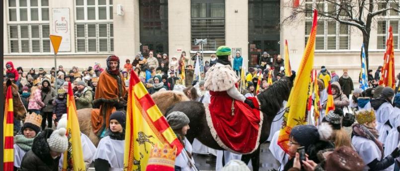 Gdynia - tłumy wiernych przeszły ulicami miasta w orszaku Trzech Króli (fot.Twitter/Gdynia)