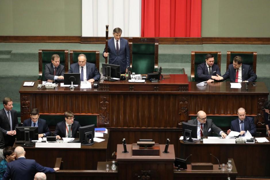 Sejm: projekt noweli ustawy o komisji weryfikacyjnej wraca do komisji