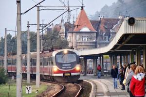 Polskie pociągi coraz bardziej spóźnione