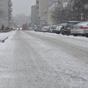 Na drogachwGdynipracuje 16 pługo-posypywarek i 14 ciągników z osprzętem, które odśnieżają jezdnie. Chodniki oczyszcza 18 ciągników z osprzętem.   Fot: Twitter, Gdynia