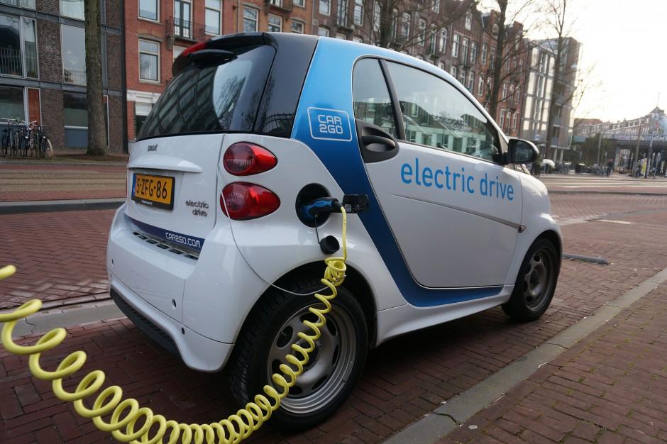 """Samochody elektryczne """"zatankują"""" na stacji benzynowej"""