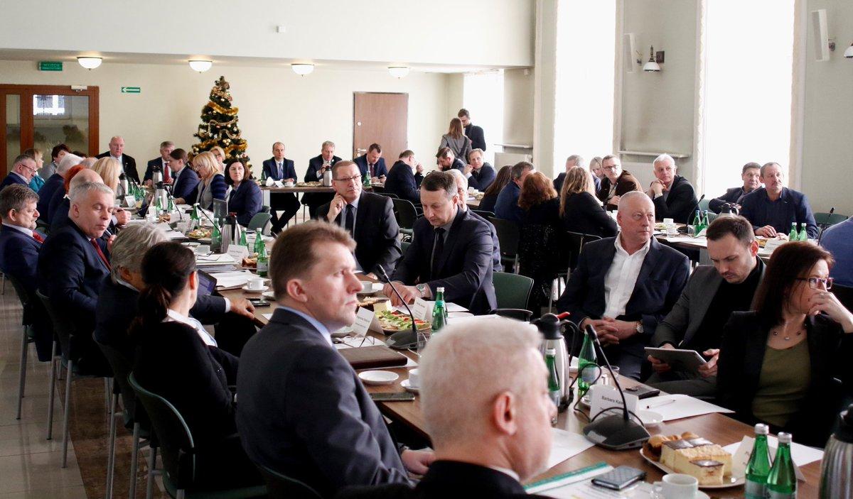 Na wtorkowym posiedzeniu WRDS w Katowicach rozmawiano m.in. o planowanych zmianach w szkolnictwie zawodowym. fot.Twitter/MEN