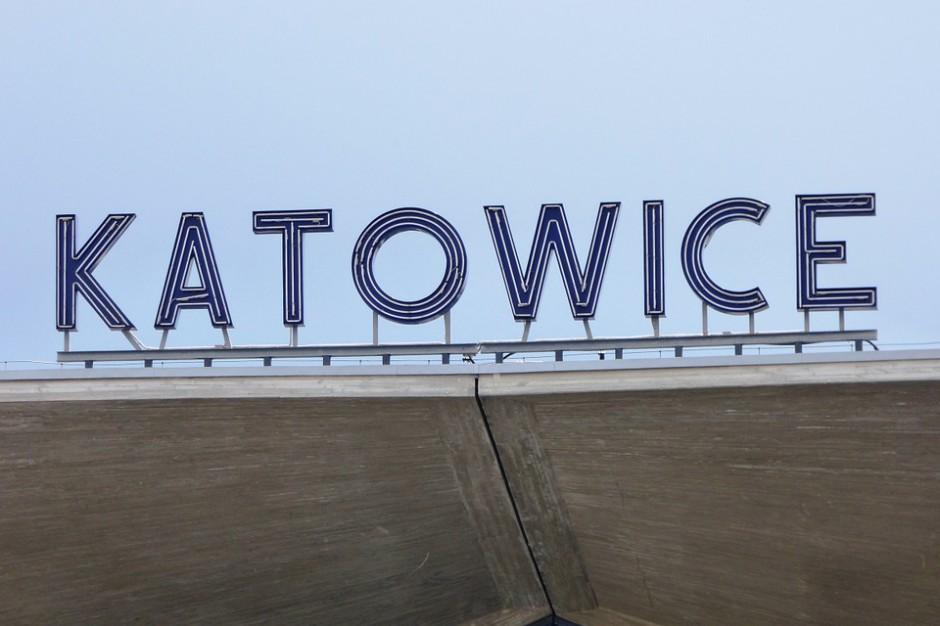 Młodzież, urzędnicy i samorządowcy rozważają, czy warto żyć w Katowicach