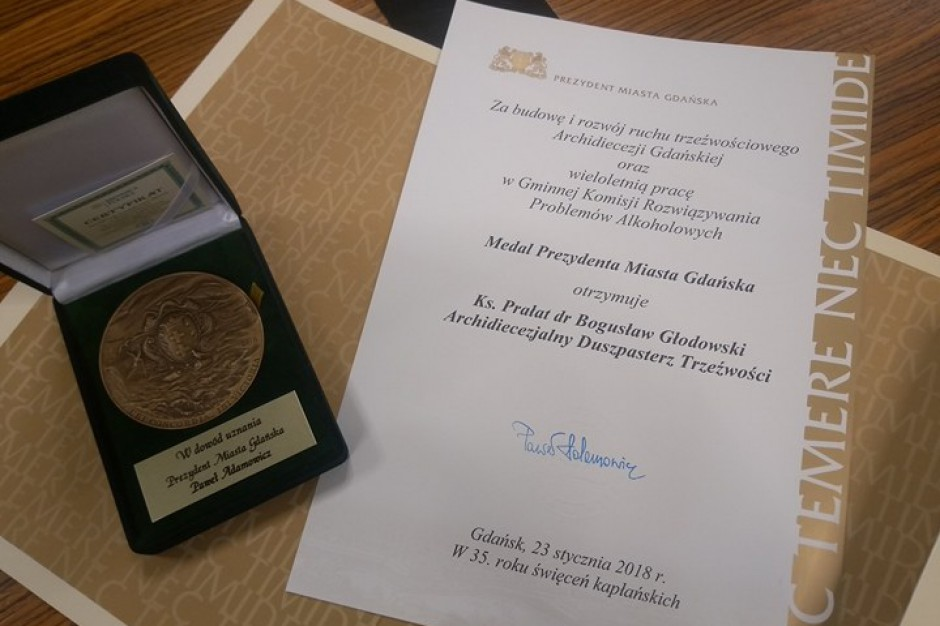 Paweł Adamowicz, prezydent Gdańska, przyznał medal za pracę na rzecz trzeźwości