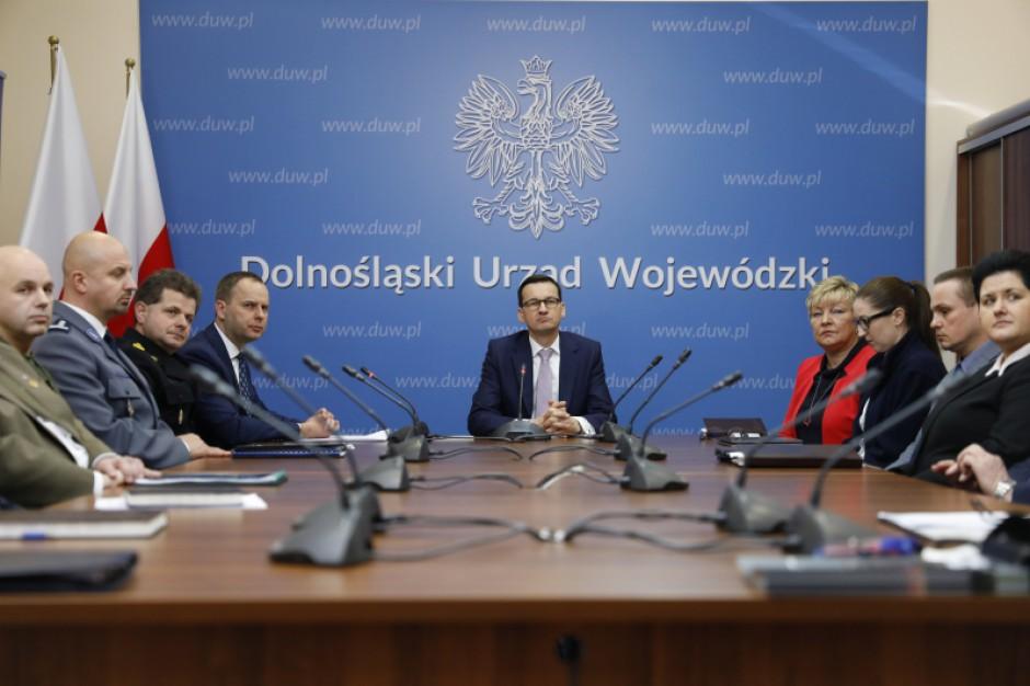 Premier Mateusz Morawiecki w Centrum Zarządzania Kryzysowego wojewody dolnośląskiego