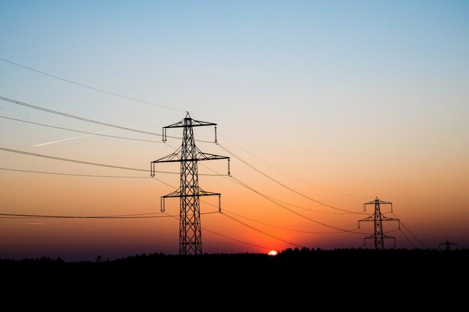 Silny wiatr nad Polską, podlaskie: Pół tysiąca mieszkańców bez prądu