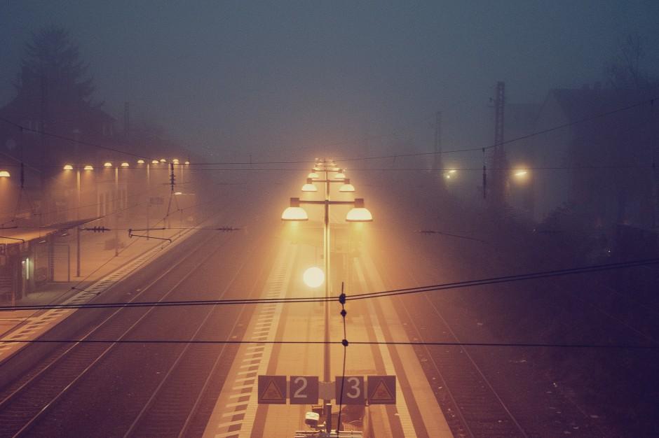 Silny wiatr nad Polską, śląskie: Brak prądu i utrudnienia na kolei