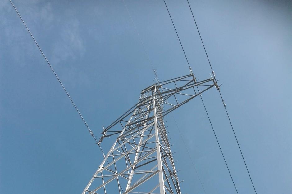 Tysiące odbiorców bez prądu z powodu silnego wiatru