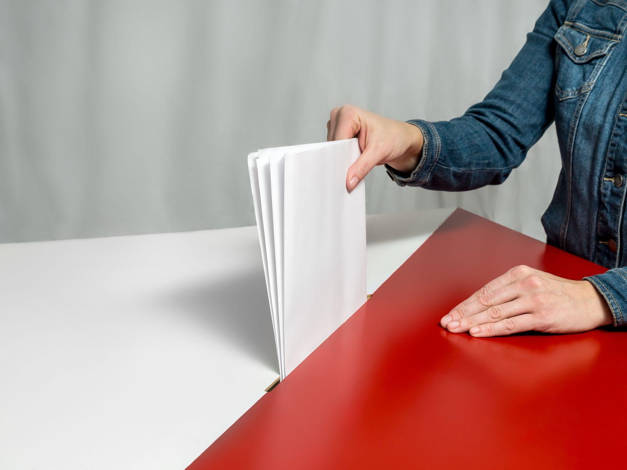 Nowelizacja Kodeksu Wyborczego: Ustawa wprowadza dwa rodzaje komisji obwodowych: jedną ds. przeprowadzenia głosowania i drugą ds. ustalenia wyników głosowania. (fot.shutterstock)