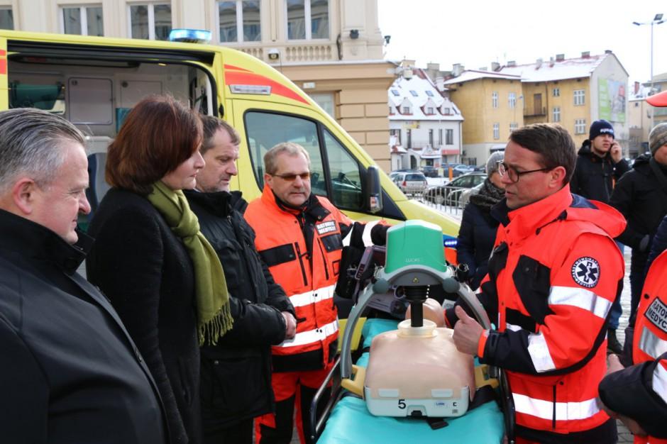 Podkarpackie: Ratownicy medyczni z nowymi karetkami i specjalistycznym sprzętem