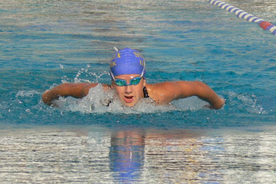 Ministerstwo dofinansuje naukę pływania i gimnastykę korekcyjną w 165 gminach i miastach