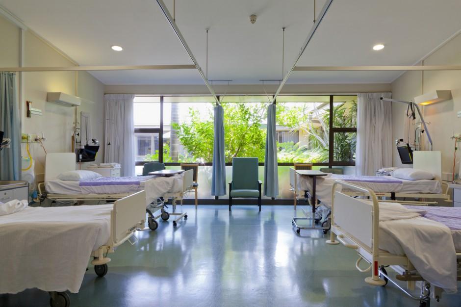 Koszty opieki medycznej coraz większe. Po kieszeni dostaną także pacjenci