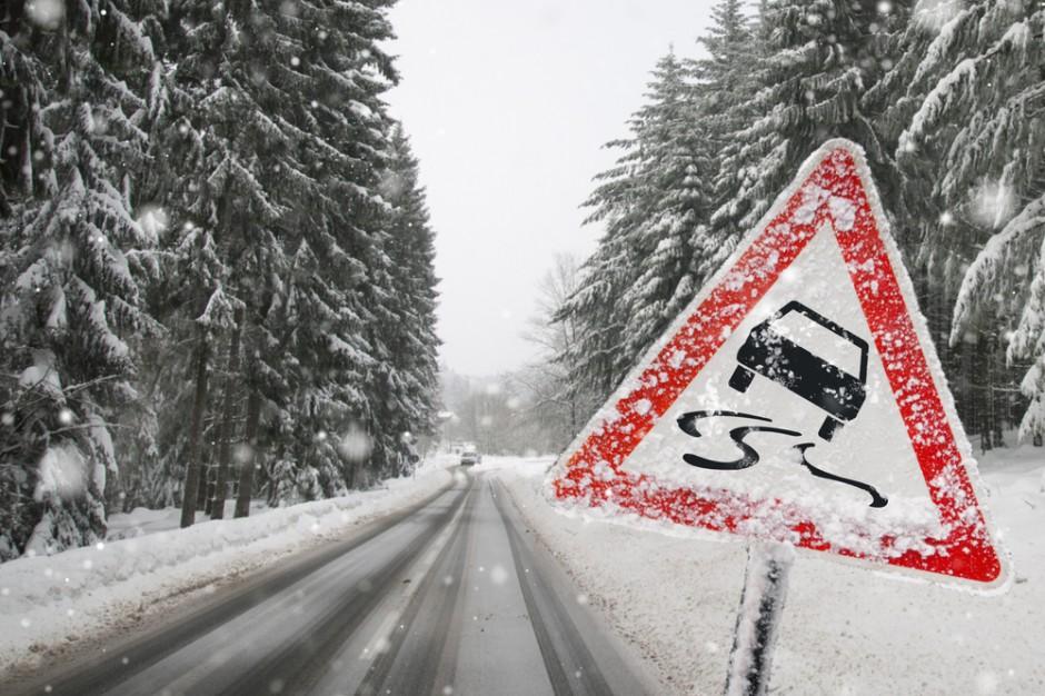 Beskidy. Spadło dużo śniegu, na drogach panują trudne warunki