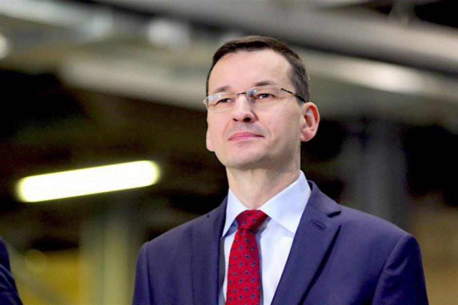Mateusz Morawiecki z wizytą w Piszu na Mazurach. Odwiedzi fabrykę mebli