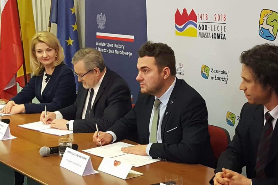 Łomża. Wiceprezydent podpisał umowę o współpracy z resortem kultury