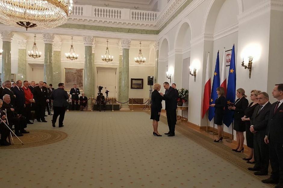 Odznaczenia dla zasłużonych w służbie państwu i społeczeństwu. Wśród nich Marcin Krupa i Małgorzata Mańka- Szulik