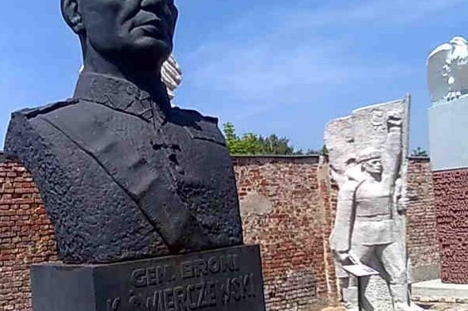 Do końca marca na Podlasiu ma zniknąć 21 pomników. M.in. z Sejn i Białegostoku