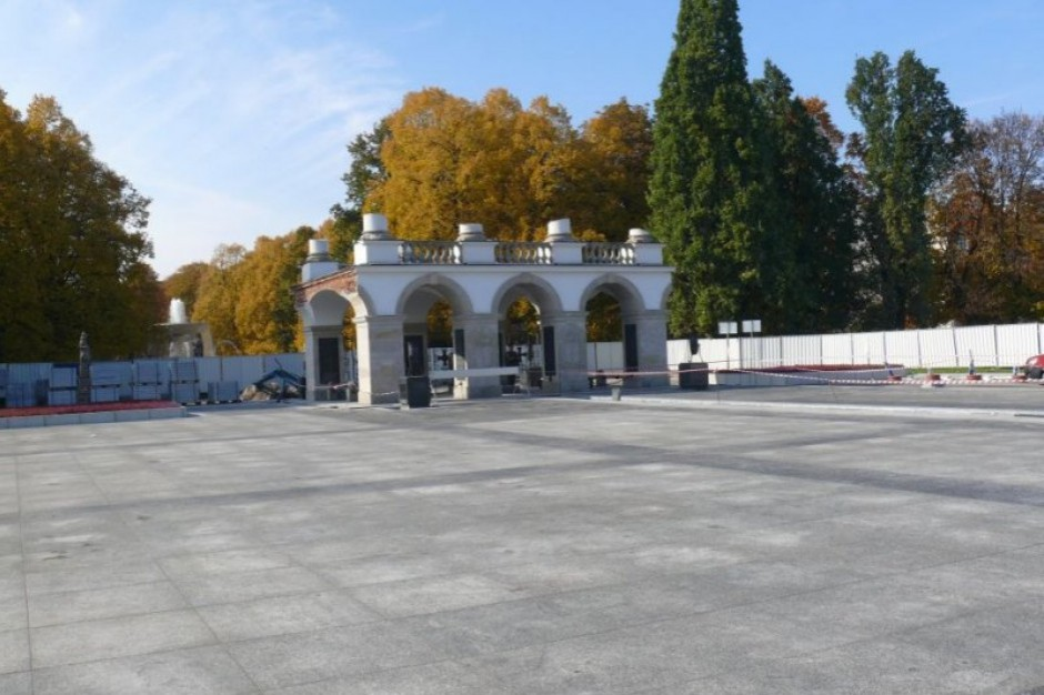 Wiceprezydent stolicy: W piątek złożyliśmy odwołanie ws. pomnika smoleńskiego
