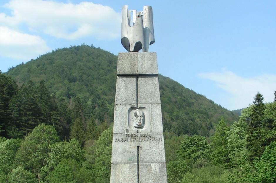 Podkarpackie: Pomnik generała Świerczewskiego w Jabłonkach zostanie rozebrany