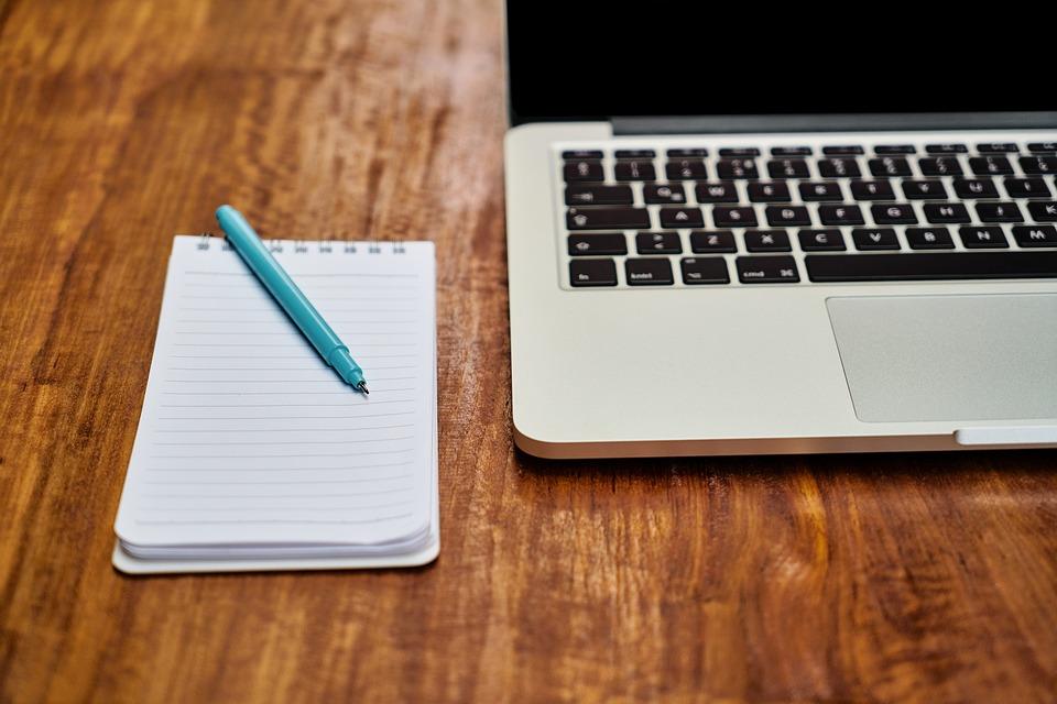 Językoznawcy związani z Pracownią Prostej Polszczyzny Uniwersytetu Wrocławskiego przez dwa lata (2015-2017) przyglądali się treściom zamieszanym na stronach internetowych urzędów wojewódzkich, marszałkowskich czy ministerstw i rządu. W sumie zestawili ponad 50 portali. (fot. pixabay.com)