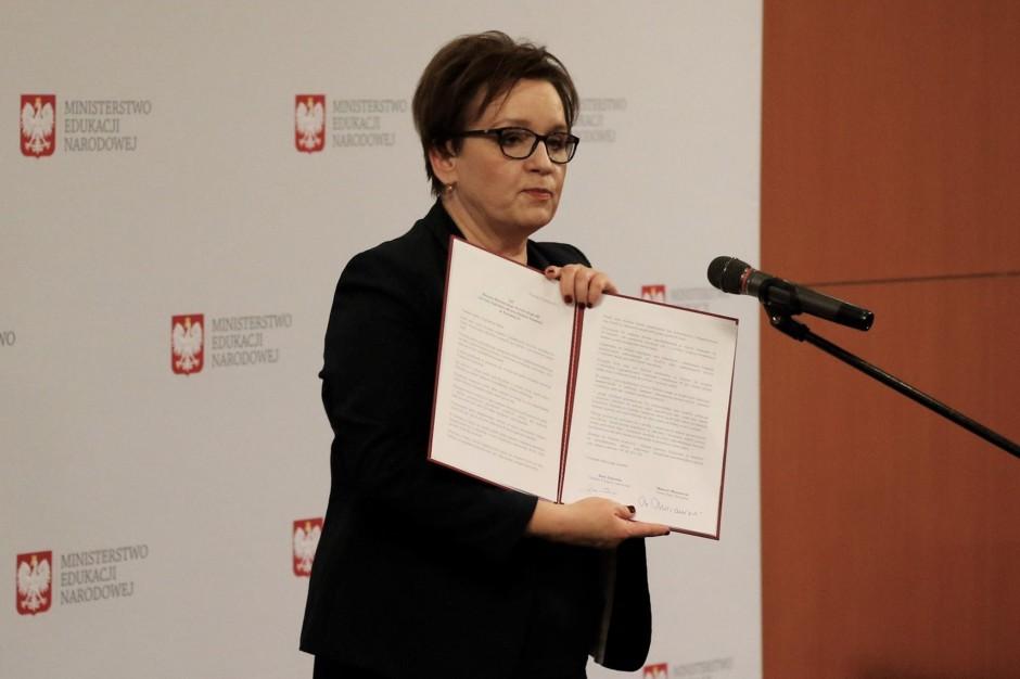 Minister Zalewska: Czekamy na powroty Polaków, którzy przyjeżdżają z dziećmi dwujęzycznymi