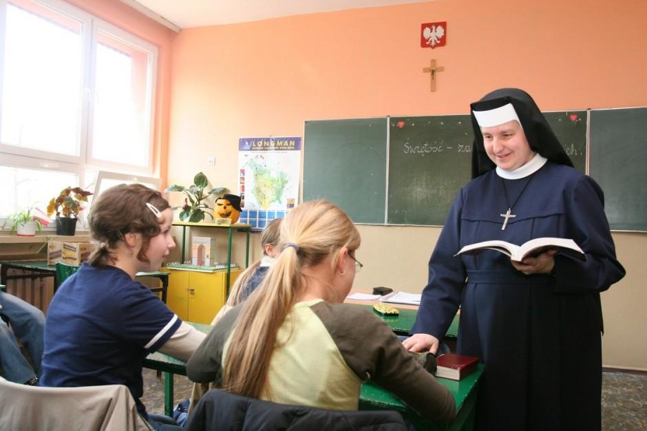 Propozycja MEN: Nauczyciele religii będą mogli być wychowawcami klas