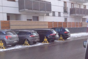 """Samochody polityków zablokowane. """"Zemsta Hanny"""""""