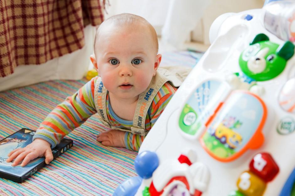 Nowela, przewidująca możliwość zgłoszenia urodzenia dziecka online, ma zdjąć z rodziców obowiązek osobistego stawiania się w urzędzie stanu cywilnego w celu zgłoszenia jego narodzin. (fot.pixabay.com)
