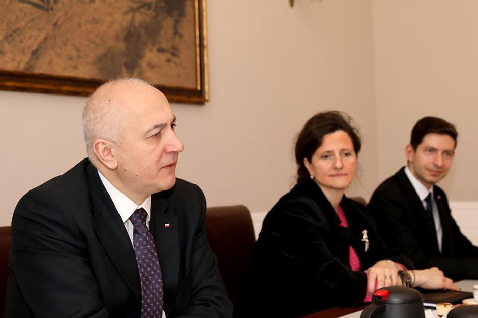 Paweł Szefernaker przekonuje: Pieniądze potrzebne na wybory będą przez rząd zapewnione