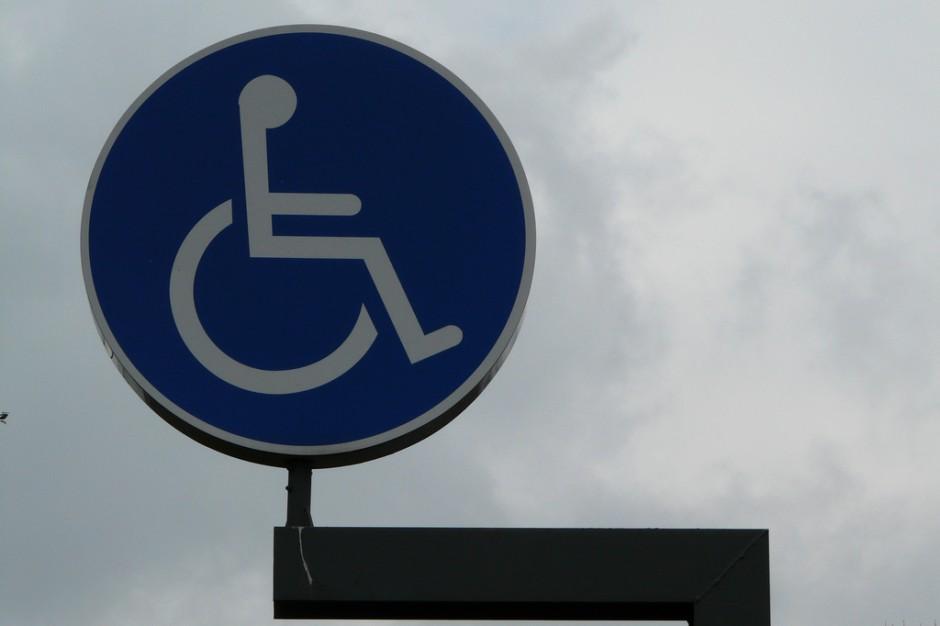 Zasiłek dla niepełnosprawnych a dodatek pielęgnacyjny. MRPiPS rozważy zrównanie świadczeń